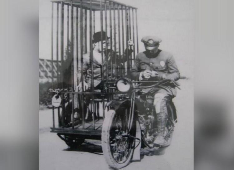 police_motorcircle_Harley_Davidson
