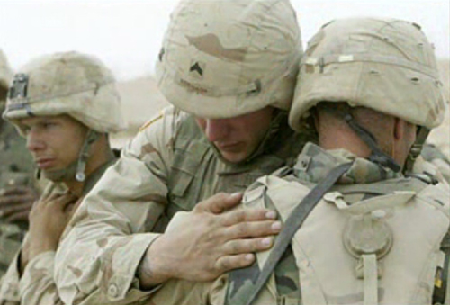 iraq\emergency_help_wounded_500.jpg3GIs crying