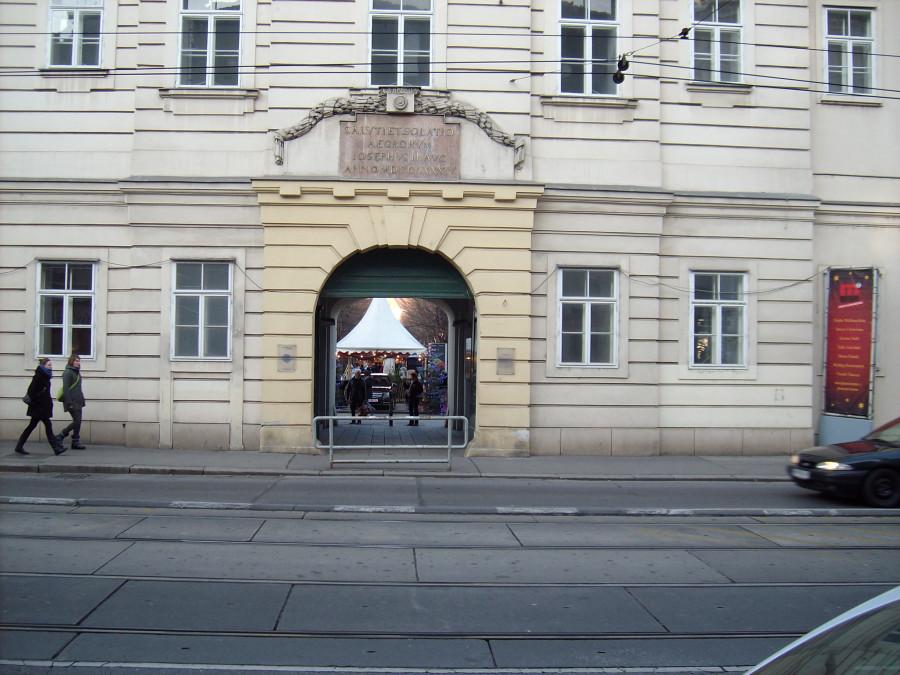 Австрия ,Вена, Здание бывшего госпиталя,.Ваш гид в Австрии !  ABCTPIA-GID! http://abctpia-gid.com/