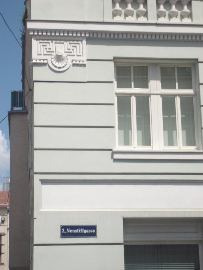 Свастичные, старославянские символы в Вене, Австрия