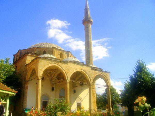 800px-Mosquée_impériale_pristina