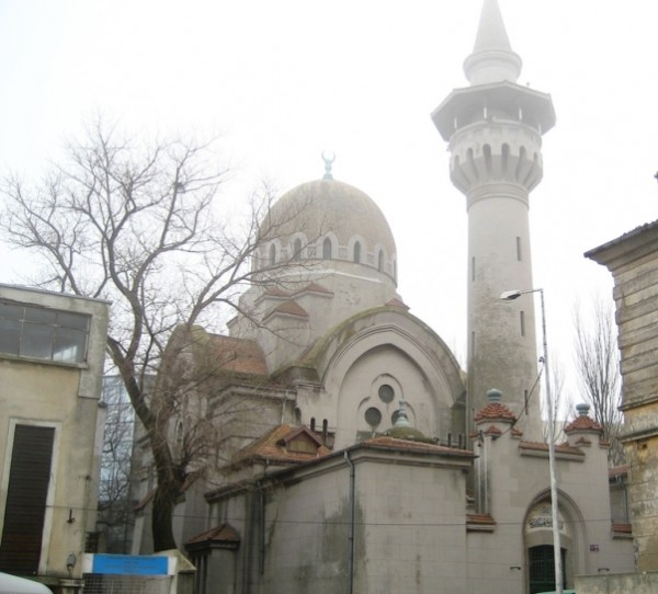1271477896__tatar-mosque-in-constanta-romania