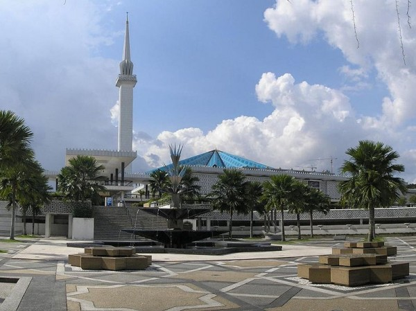 799px-National_Mosque_KL_2007_pano