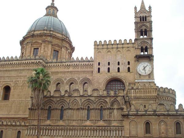 800px-Собор_Палермо-восточная_норманнская_часть_собора