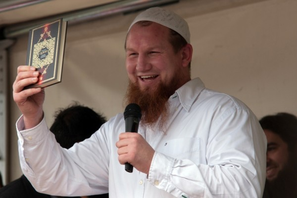 Pierre-Vogel-mit-Koran