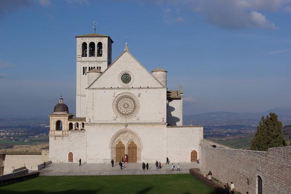 800px-Assisi_San_Francesco_BW_1