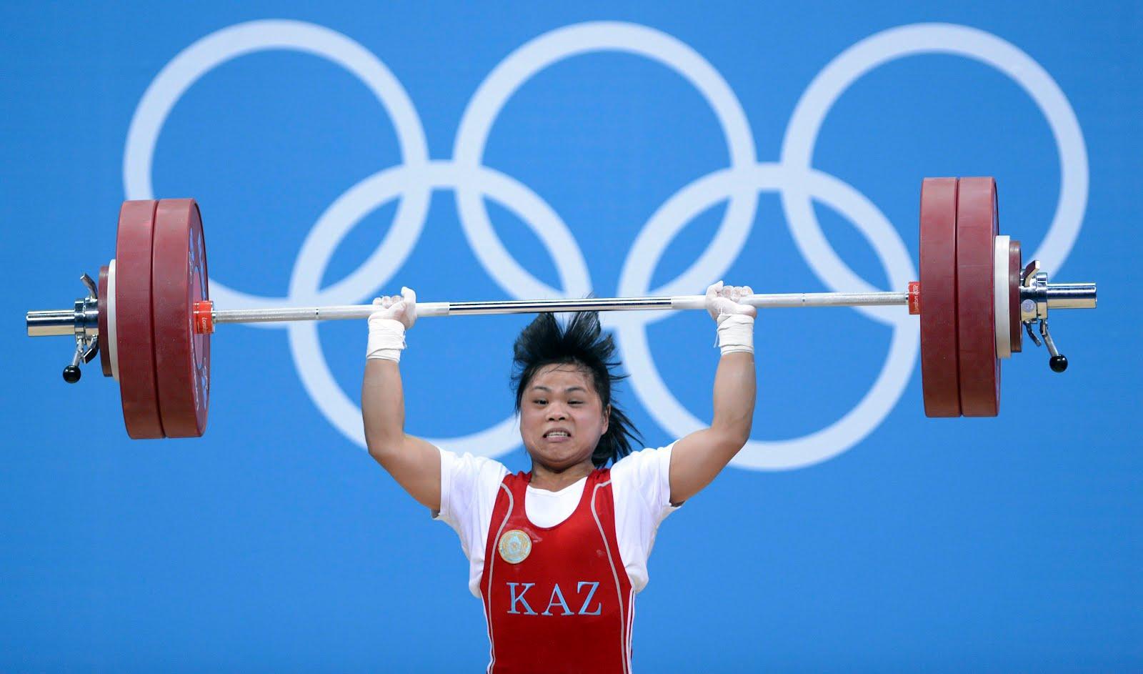 Играючи Чиншанло устанавливает новый мировой рекорд в толчке
