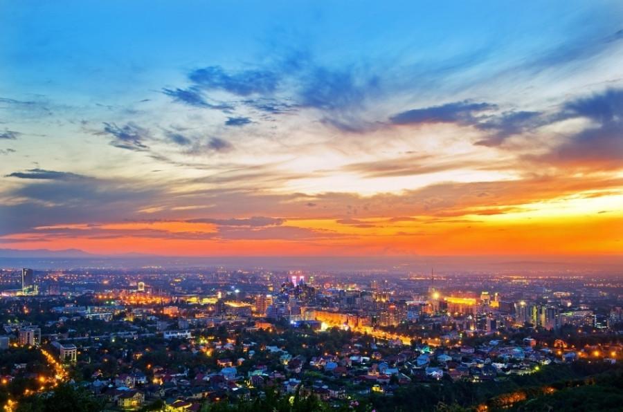 В этот раз хочу показать мой город днем и ночью, и зимой . Серия фотог