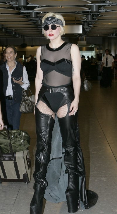 2010-06-24-16-06-50-3-lady-gaga-was-reported-to-appear-sexy-on-a-new-cov