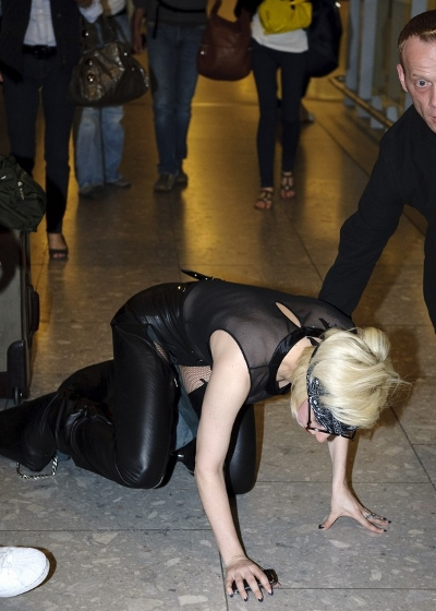 2010-06-24-16-06-50-6-she-tripped-over-herself-and-fell-flat-to-the-grou