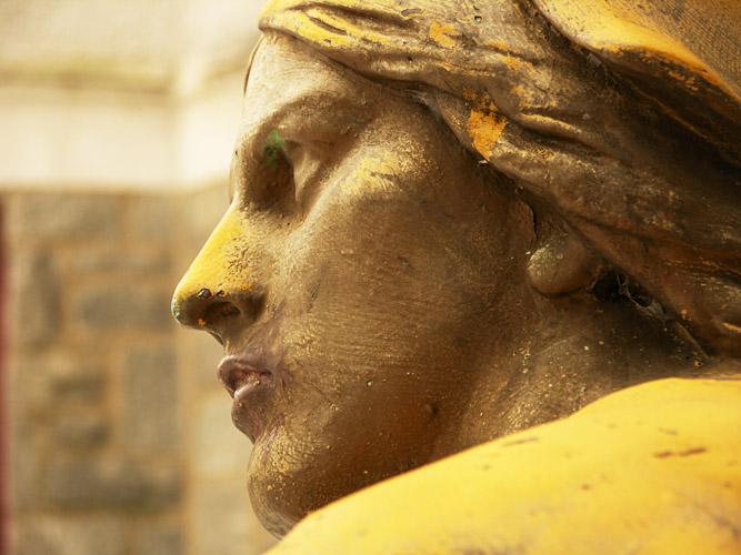 Statue, Profile