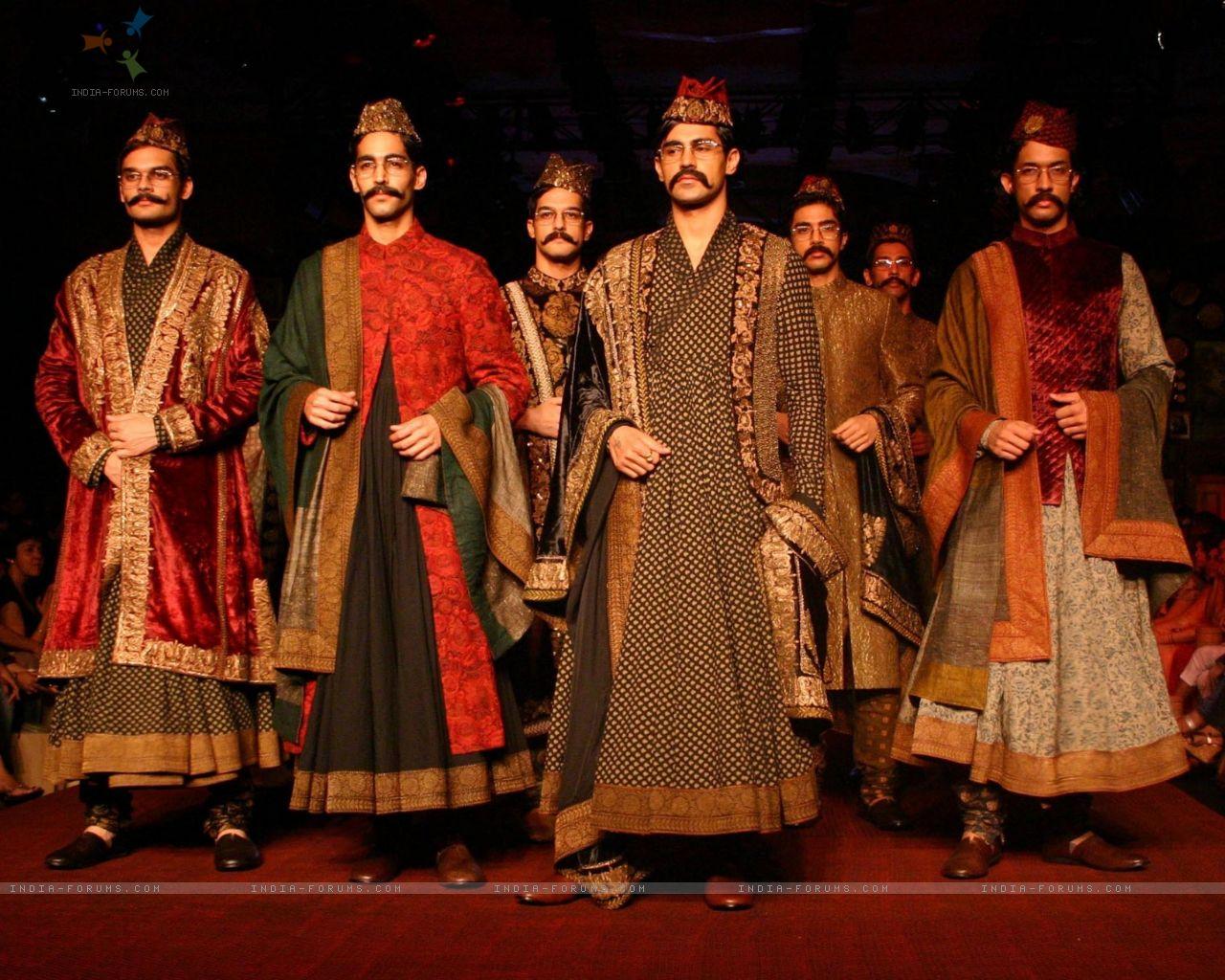 90679-models-showcasing-designer-sabyasachi-mukherjee-creations-at-the