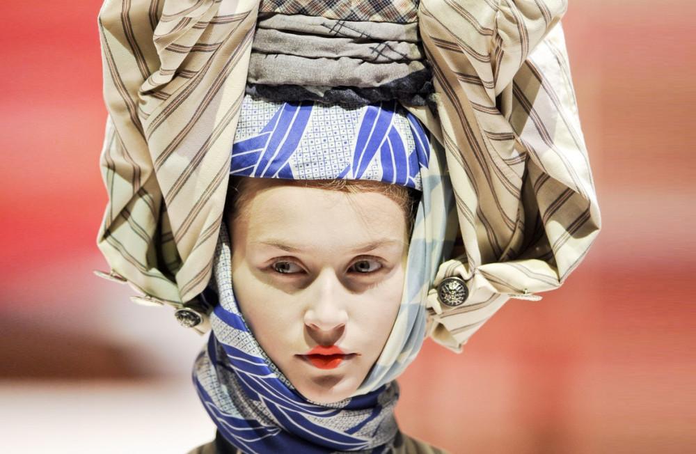 9843d32b48cd Будем говорить о том, как западная мода формировалась под влиянием мирового  костюма. Этот путь можно назвать «от экзотики к этнике» - желанные диковины  из « ...
