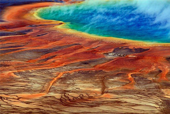 Если посмотреть на сам йеллоустонский вулкан, то он расположился в райской долине, которая носит одно с ним имя