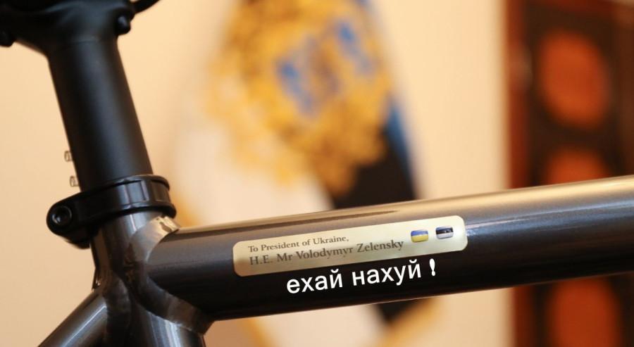 Президент Естонії подарувала Зеленському іменний велосипед - Цензор.НЕТ 473