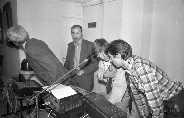 Ноябрь 1986г. Комсомольская дискотека прямо у двери деканата