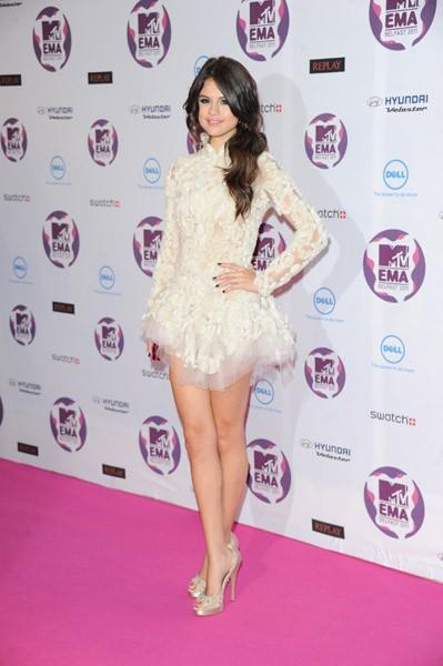 Selena Gomez[2] - Page 38 S640x480