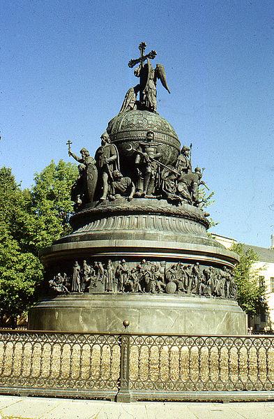 393px-Памятник_Тысячелетию_России