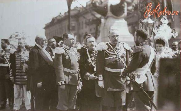 А тут он общается с Николаем II