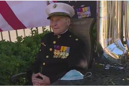 Билл Уайт на параде в свою честь в день своего 105-летия