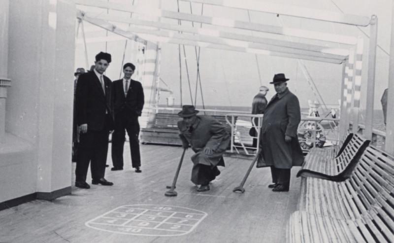 Хрущев на палубе корабля