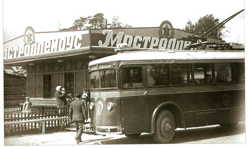 Троллейбус ЛК в депо