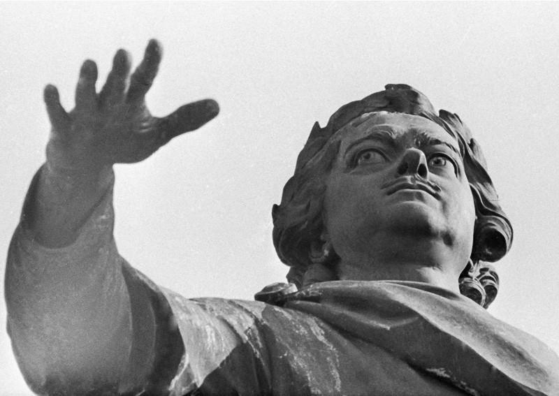 Медный всадник. Памятник Петру I. Фото: Целик РИА Новости