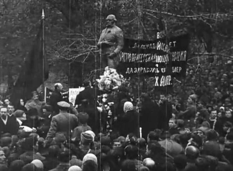 3 ноября 1918 года в Александровском саду был поставлен памятник Робеспьеру