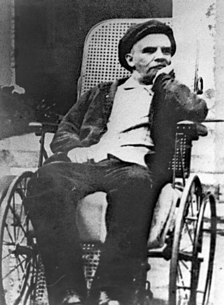 Ленин в Горках после инсульта. 1923 год.