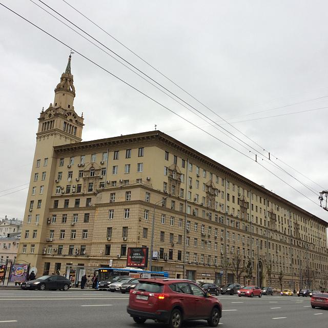 Жилой дом арх. И. Жолтовского на Смоленском бульваре