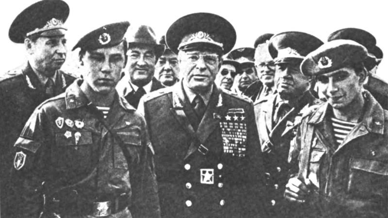 Дмитрий Устинов на военных учениях