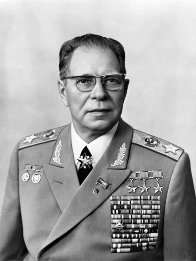 Дмитрий Устинов