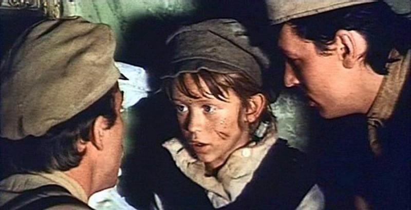 В «Р. В. С.» главные герои –мальчишки, помогающие раненому красноармейцу (кадр из фильма «Р. В. С.», 1977 год) Фото: Студия Довженко