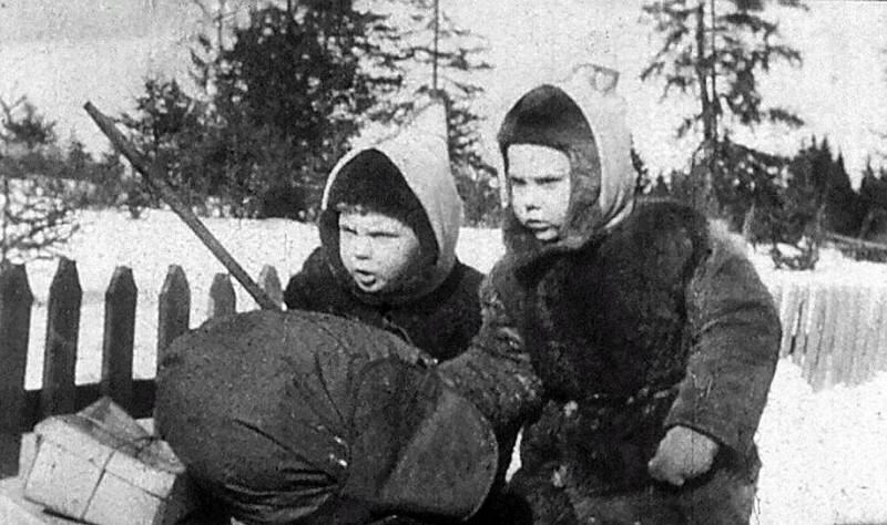 Чук и Гек с детства знают фамилию наркома обороны Ворошилова (кадр из фильма «Чук и Гек», 1953 год) Фото: Киностудия им. М. Горького
