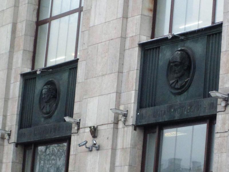 Горельефы из металла колоколов на Ленинке