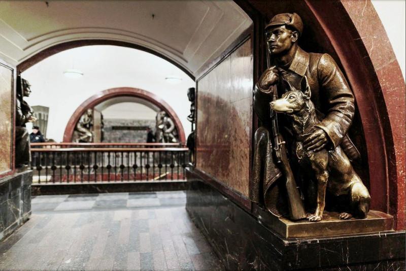"""Станция метро """"Площадь Революции"""". Москва"""