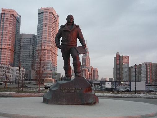 Памятник Михаилу Водопьянову на Ходынском поле