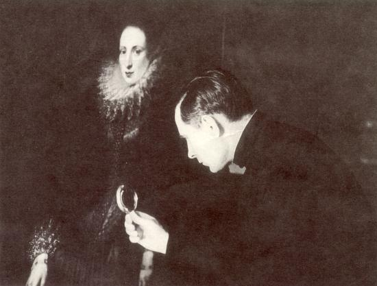 Павел Корин за работой по реставрации картин