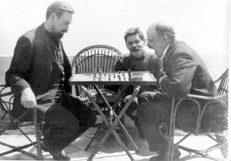 А. Богданов и Ленин играют в шахматы на Капри