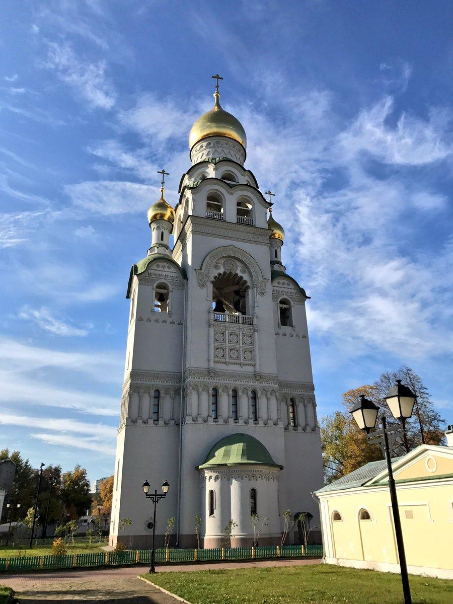 Колокольня на Рогожском кладбище в Москве.