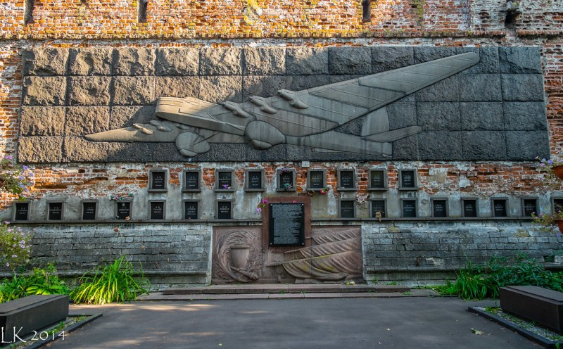 Мемориал жертвам катастрофы на Новодевичьем кладбище в Москве