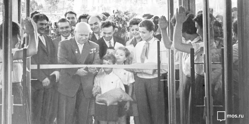 Никита Хрущев на открытии Дворца пионеров