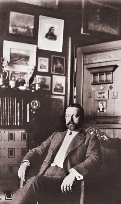 Федор Шехтель в холле своего дома
