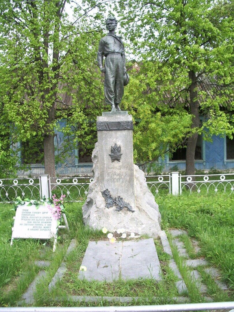 Памятник Павлику Морозову в Герасимовке
