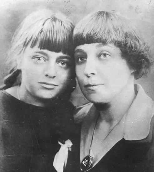 М.И. Цветаева с дочерью Алей. 1925 год