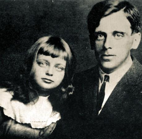 Сергей Эфрон с дочерью Ариадной