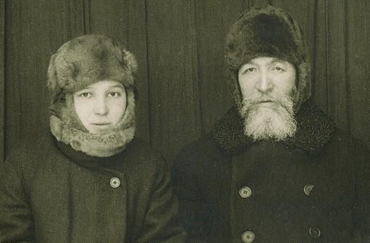 Александр Самарин с дочерью в якутской ссылке