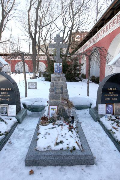 Могила Каппеля. Кладбище московского Донского монастыря