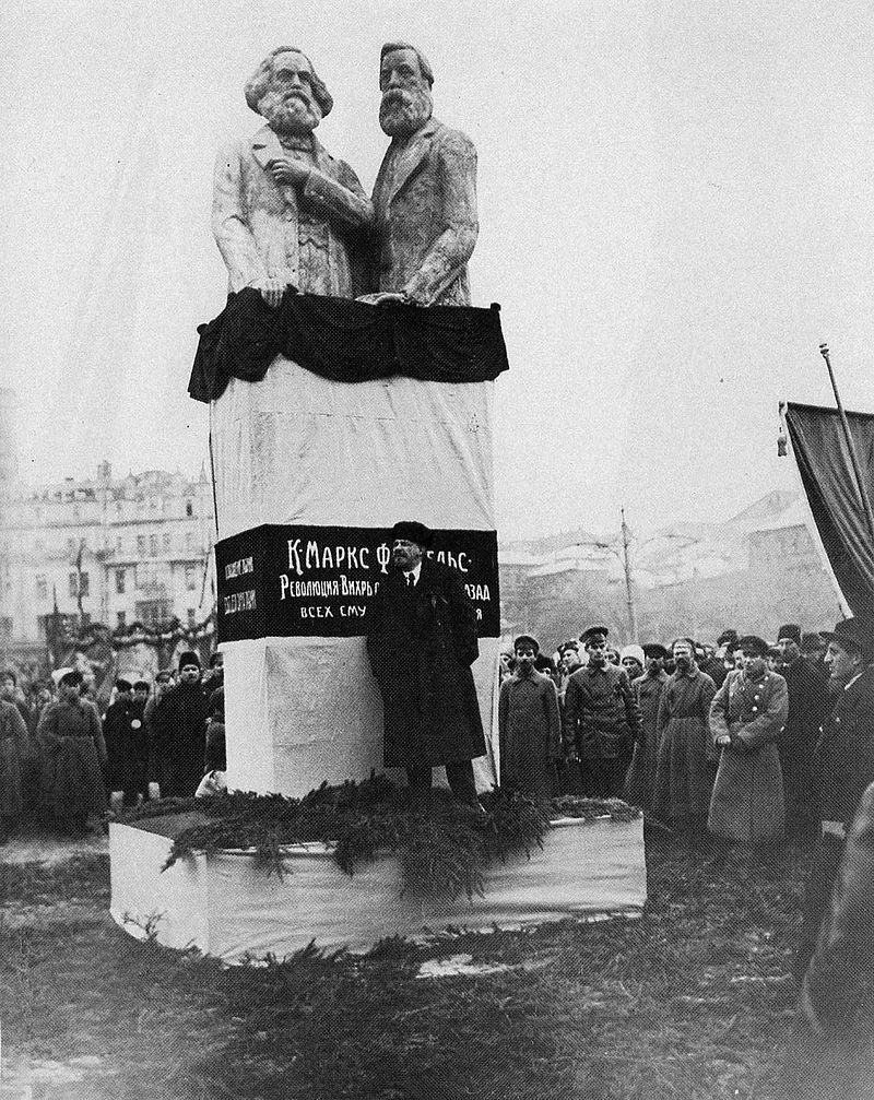 Открытие памятника Марксу и Энгельсу на площади Революции