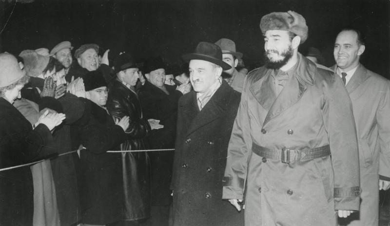 Анастас Микоян встречает Кастро на авиабазе Оленья под Мурманском